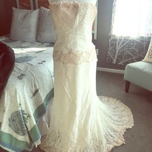 Nicole Miller Lace and Bead Wedding Dress